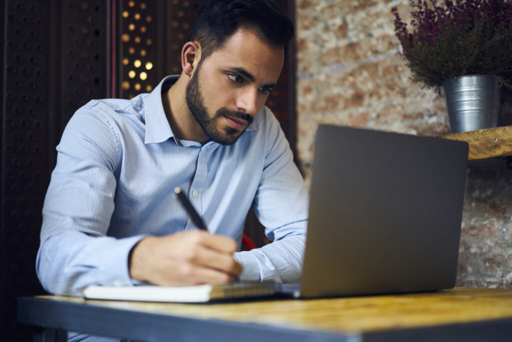 sales-i user taking advantage of the free webinars